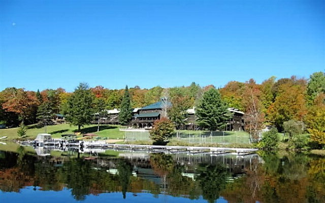 656 Hollywood Hills Rd, Old Forge, NY 13420