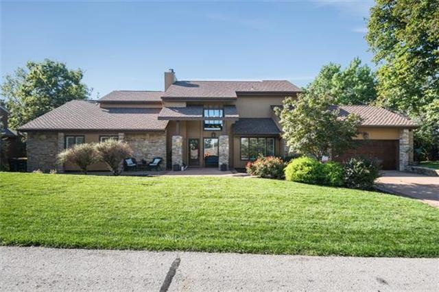 530 Hillcrest East Street, Lake Quivira, KS 66217