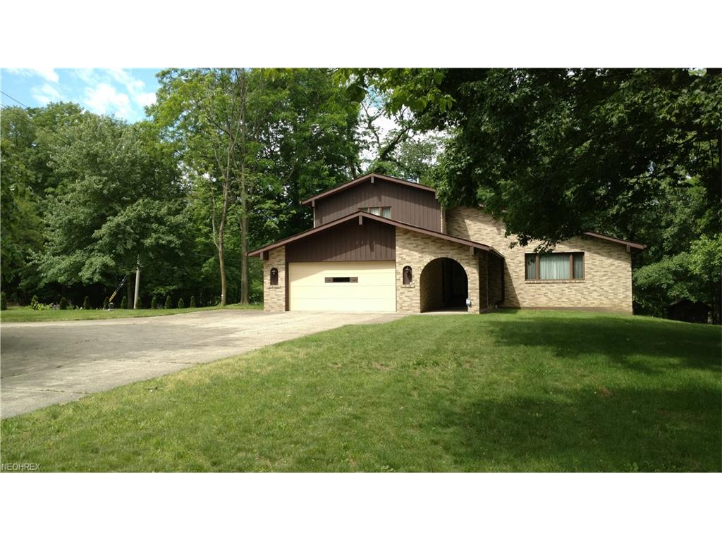 2448 River Rd, Willoughby Hills, OH 44094