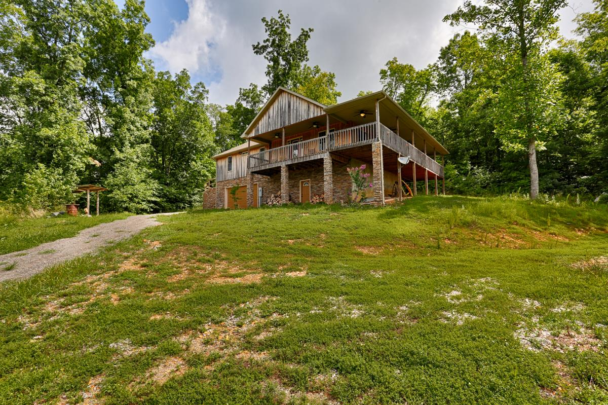 561 Shoal Creek Rd, Goodspring, TN 38460