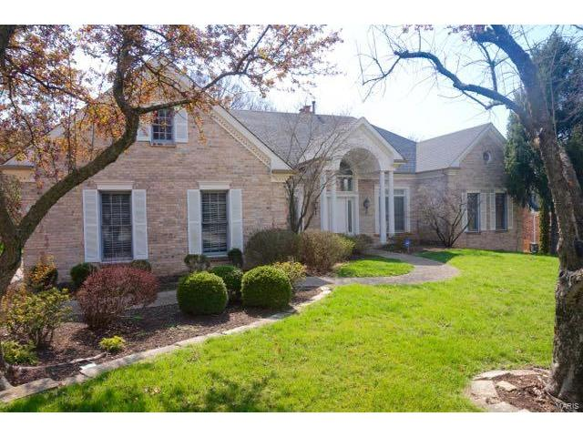 14310 Manderleigh Woods Drive, Town and Country, MO 63017