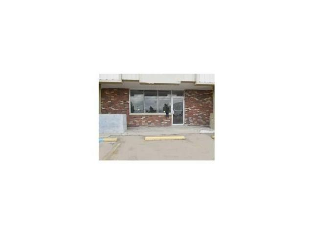 Located near Airline Hwy, nice open space with small office area for your new business.  Lots of traffic from neighboring tenants which include an employment agency and a dry cleaners.