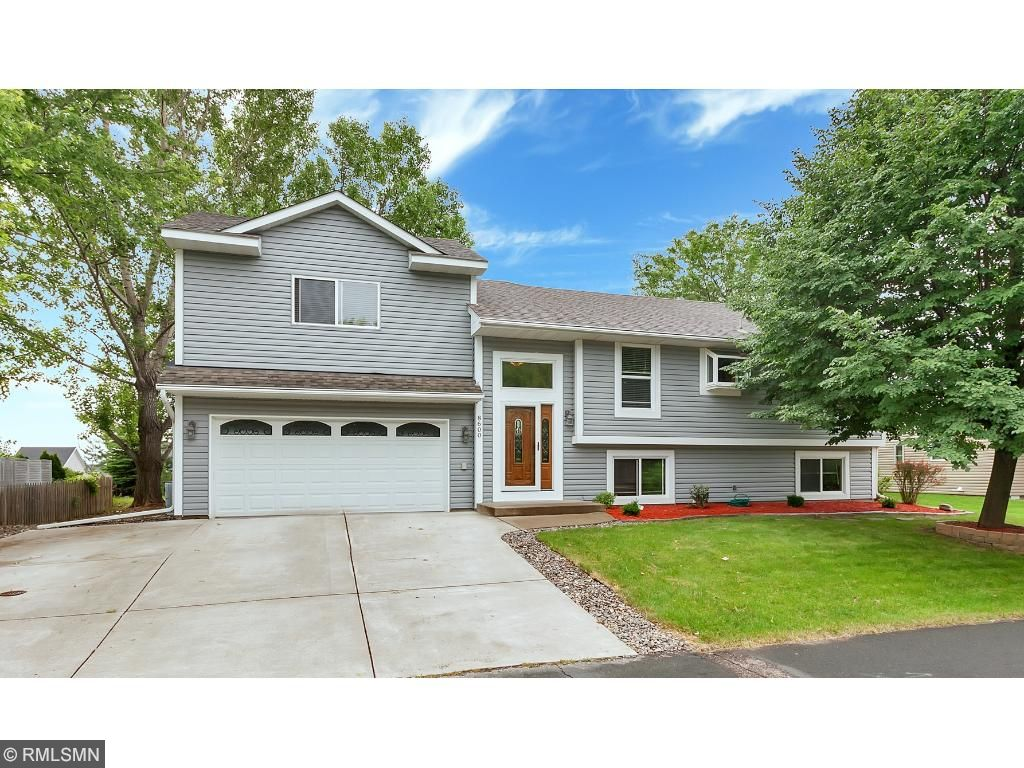 8600 Pineview Lane N, Maple Grove, MN 55369