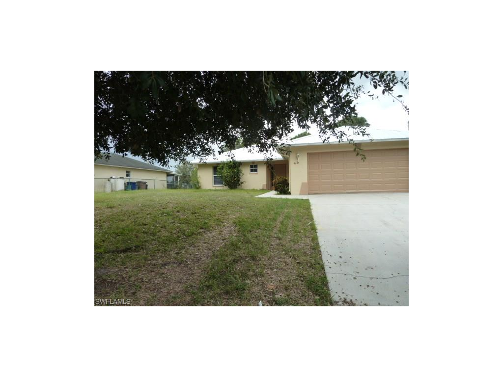 910 Naples AVE S, LEHIGH ACRES, FL 33974