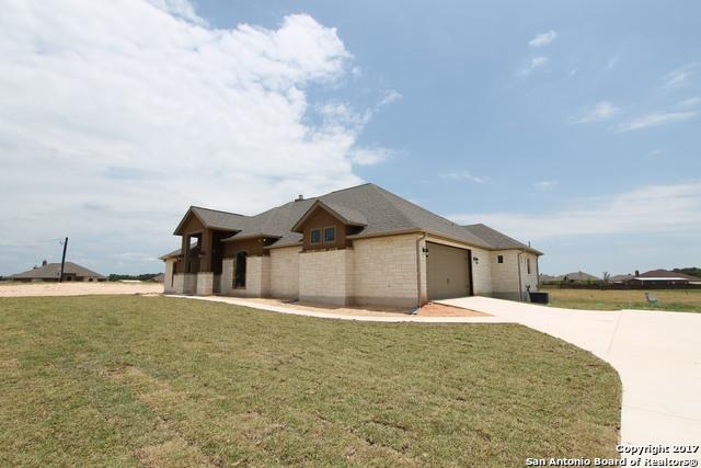 268 ABREGO LAKE DR, Floresville, TX 78114