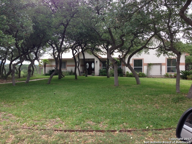 852 Deer Forest Dr W, Pipe Creek, TX 78063