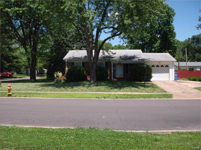 2455 Oakwood Manor Drive, Florissant, MO 63031