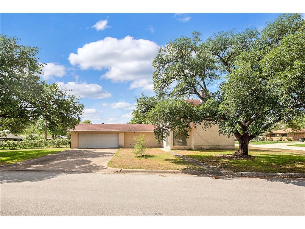 3903 Kelli Lane, Bryan, TX 77802
