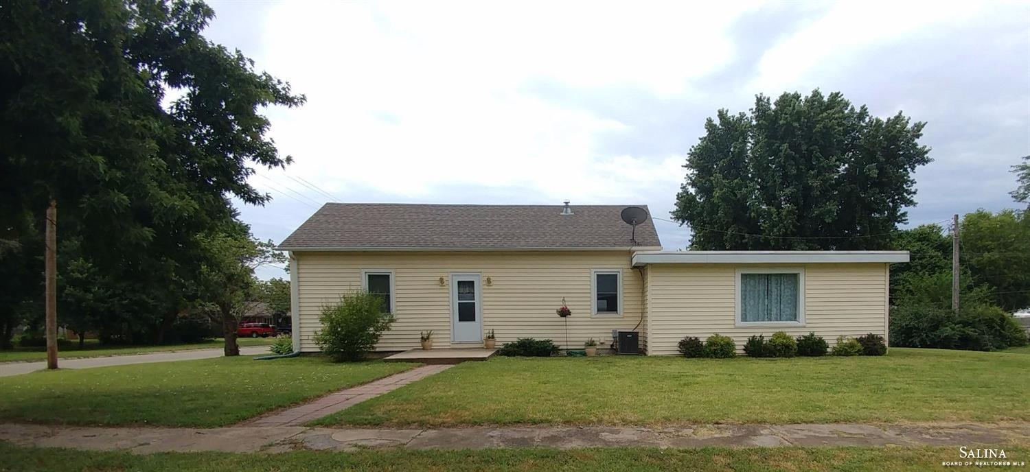 218 E 6th Street, Solomon, KS 67480