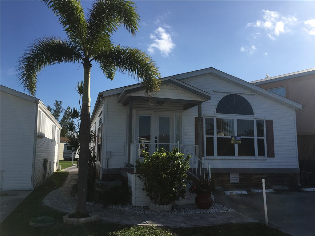 2067 Nettles Blvd, Jensen Beach, FL 34957