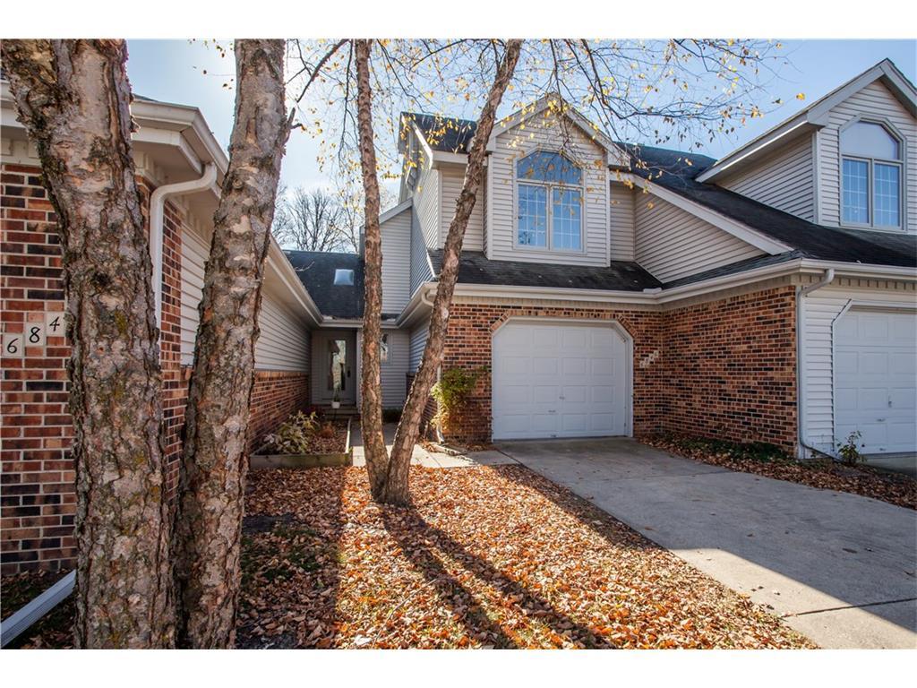 6846 Oakwood Drive, Urbandale, IA 50322