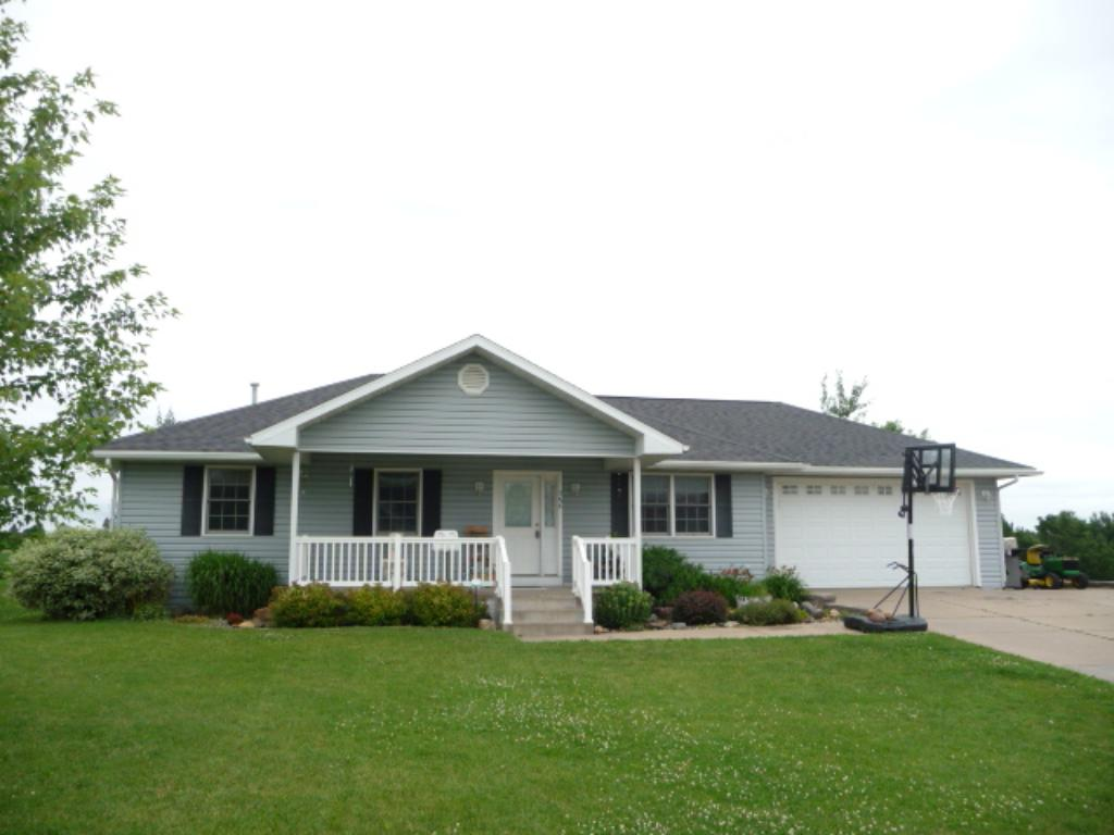 386 W Overlook Drive, Ellsworth, WI 54011