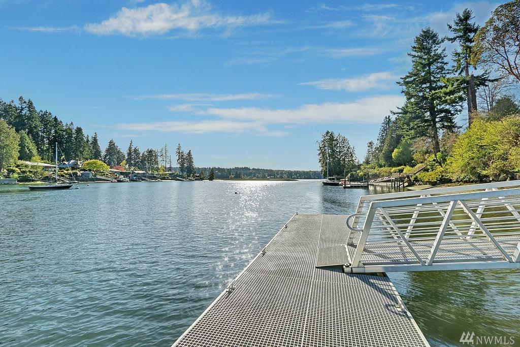 9189 NE Salmon Run Lane, Bainbridge Island, WA 98110