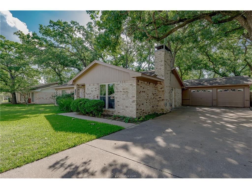 407 Tee Drive, Bryan, TX 77801