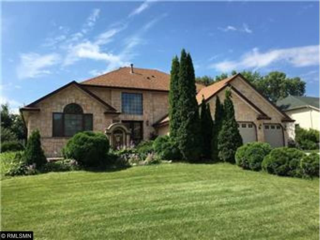 1120 County Road C2 W, Roseville, MN 55113