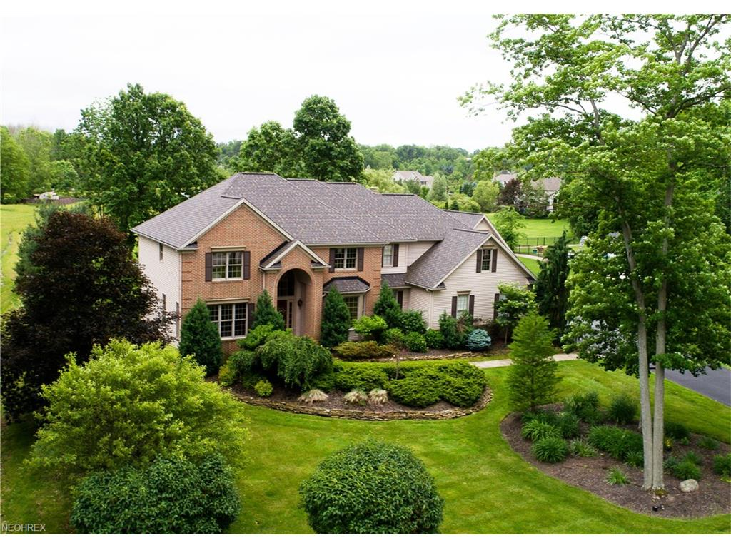 16695 Lucky Bell Ln, Chagrin Falls, OH 44023