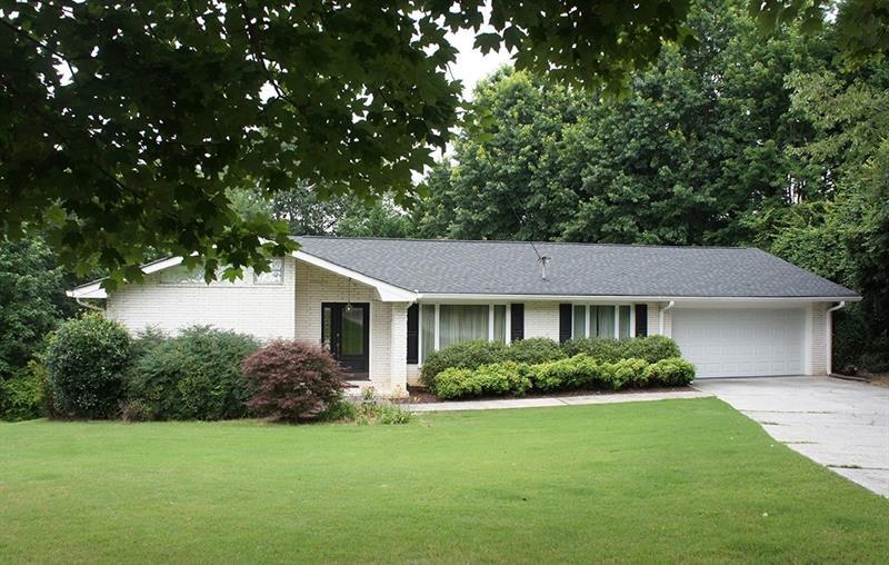 2936 Fontainebleau Drive, Dunwoody, GA 30360