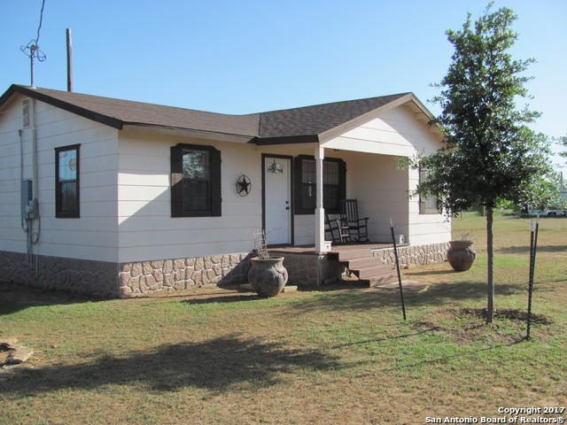 1142 Carter St, Asherton, TX 78827