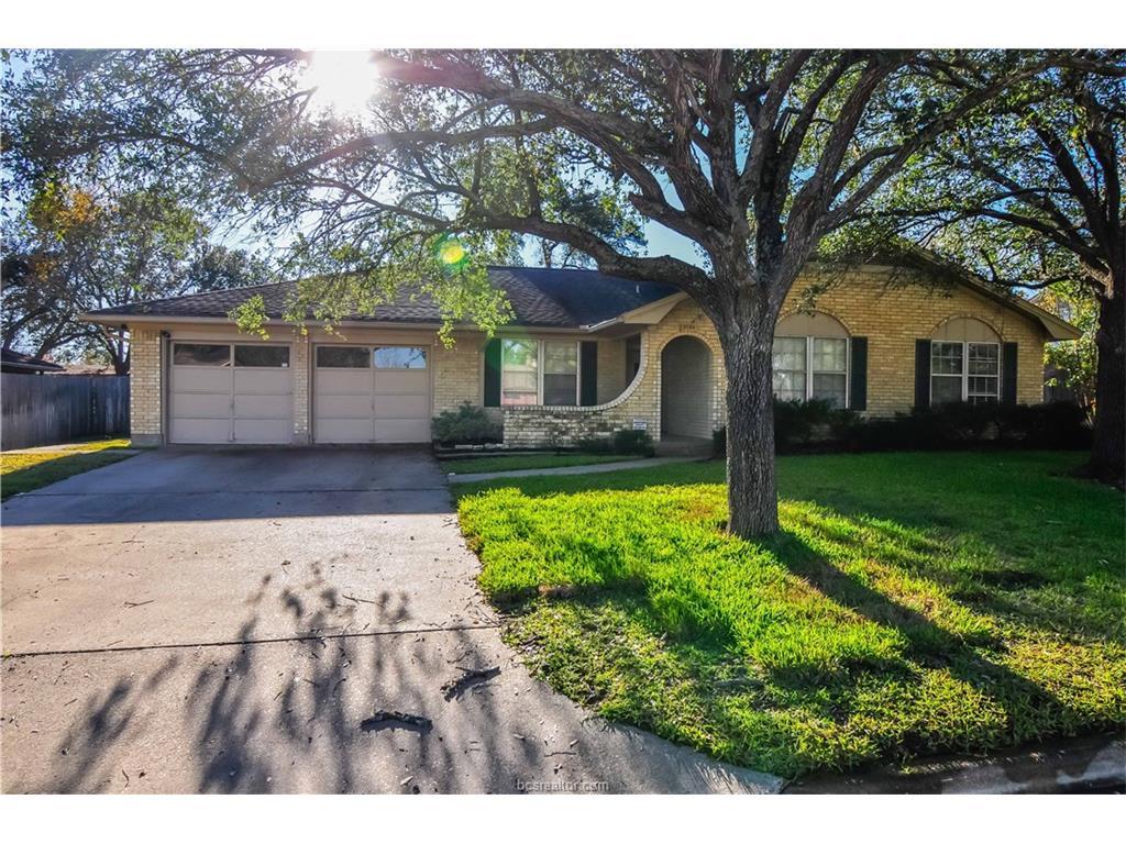 3704 Tanglewood Drive, Bryan, TX 77802