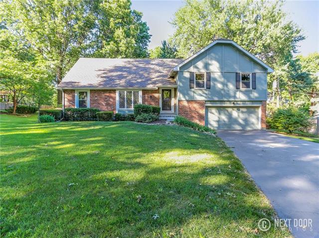 8956 Rosewood Drive, Prairie Village, KS 66207