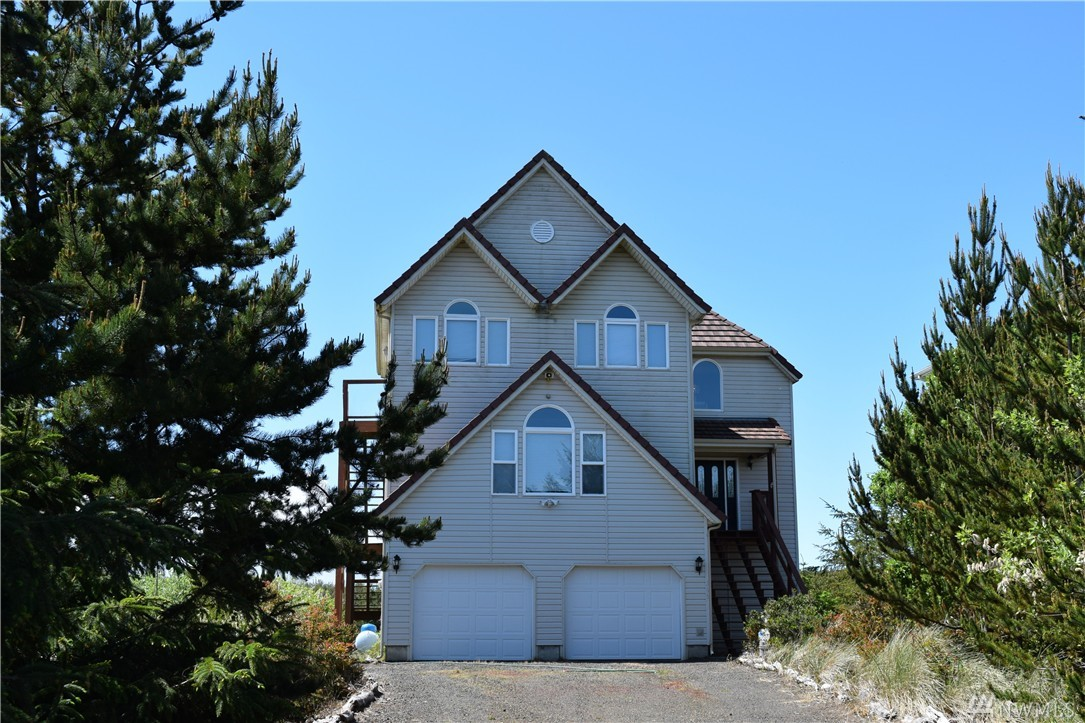 355 Sand Dune Ave NW, Ocean Shores, WA 98569