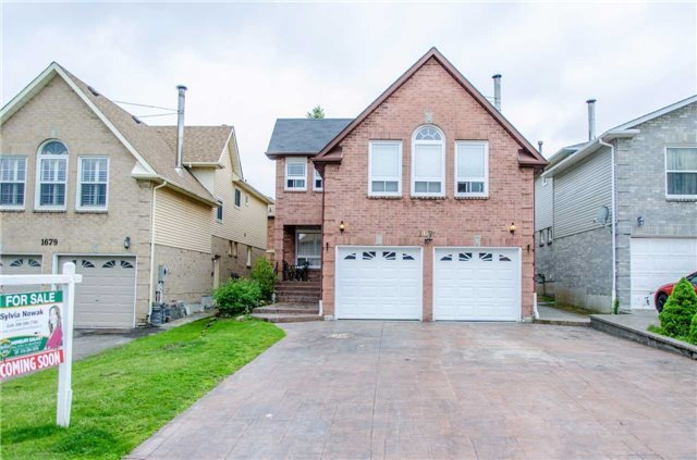 1677 Holly Hedge Dr, Pickering, ON L1X 1Z4