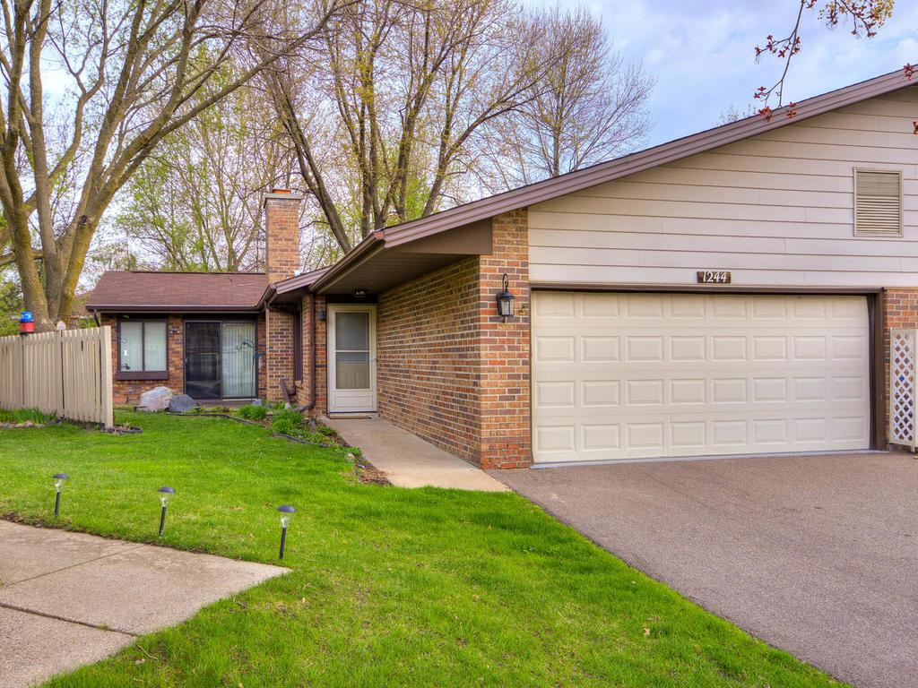 1244 Black Oaks Lane N, Plymouth, MN 55447