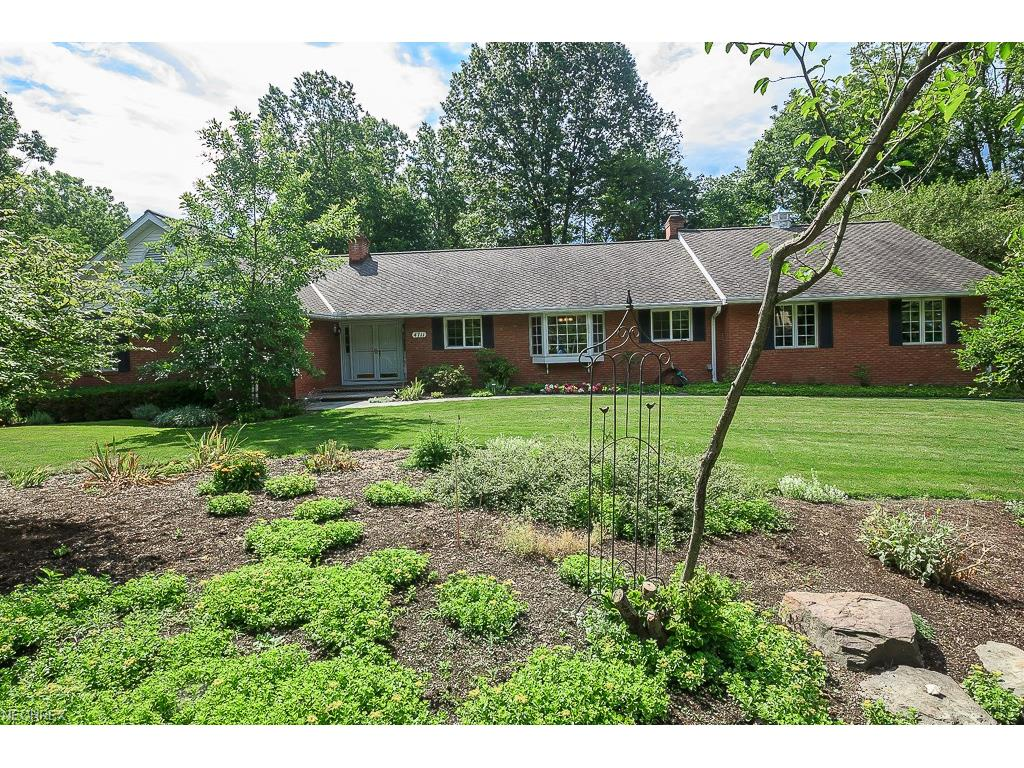 4711 Figgie Dr, Willoughby, OH 44094