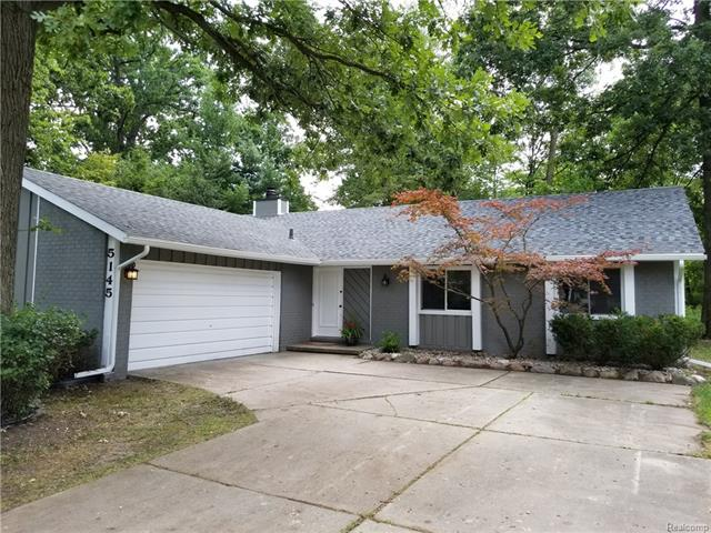 5145 CHESTERSHIRE Court, West Bloomfield Twp, MI 48322
