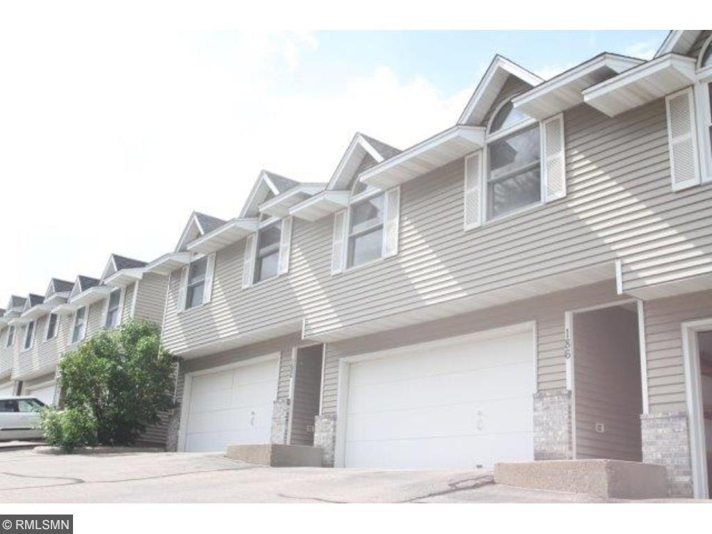 186 Ridgewood Drive, Chaska, MN 55318