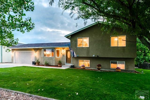 458 S Oak Creek Dr, Pueblo West, CO 81007