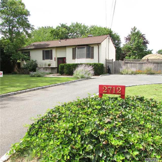 2712 Kane Ave, Medford, NY 11763