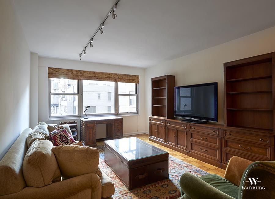 77 W 55th St 14-J, New York, NY 10019