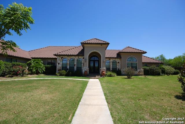 102 OAKVIEW DR, Floresville, TX 78114