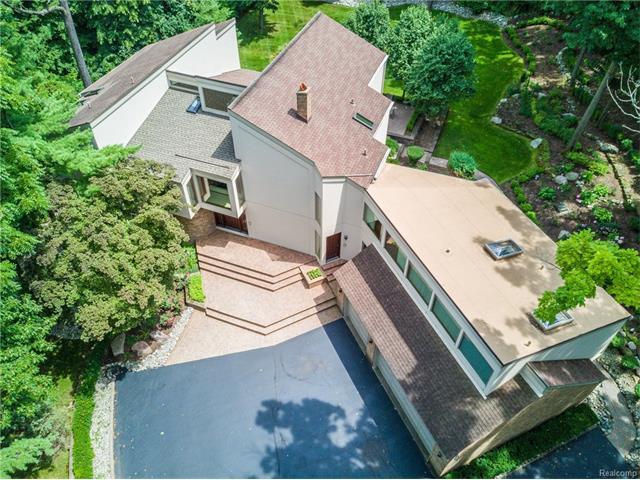127 MANORWOOD Drive, Bloomfield Hills, MI 48304