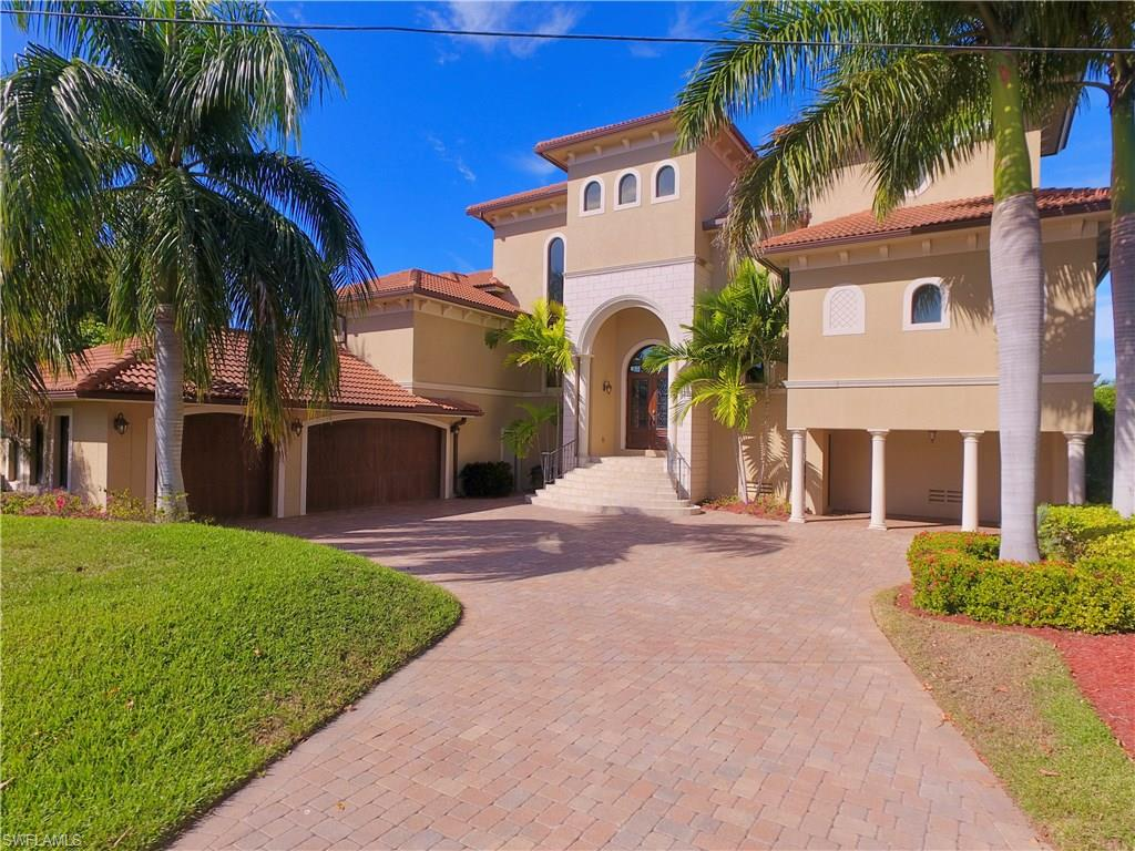 2 Dolphin CIR, NAPLES, FL 34113