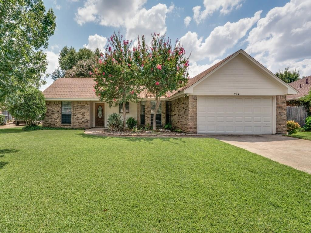 714 Lakewood Lane, Grapevine, TX 76051