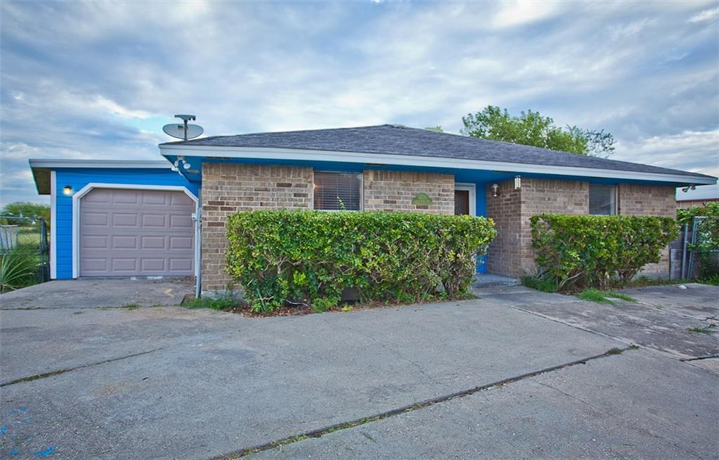 1004 Green Oaks Dr, Corpus Christi, TX 78405
