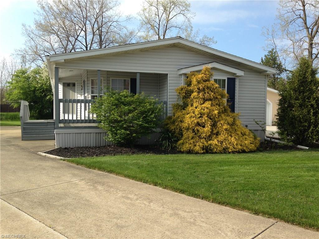 473 Sandtrap Cir, Painesville Township, OH 44077