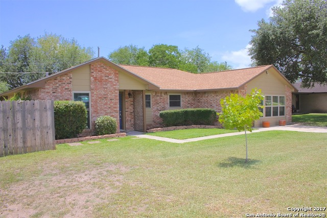 1202 Taylor St, Beeville, TX 78102