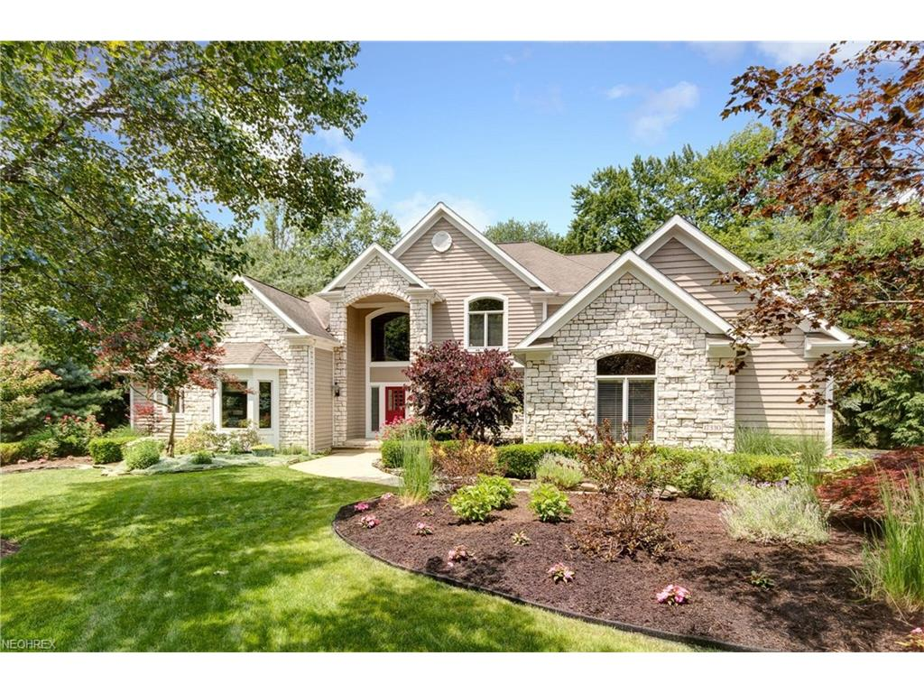 17330 Tall Tree Trl, Chagrin Falls, OH 44023