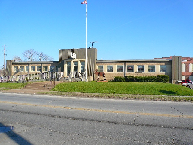 2333 ROCKINGHAM Road, Davenport, IA 52802
