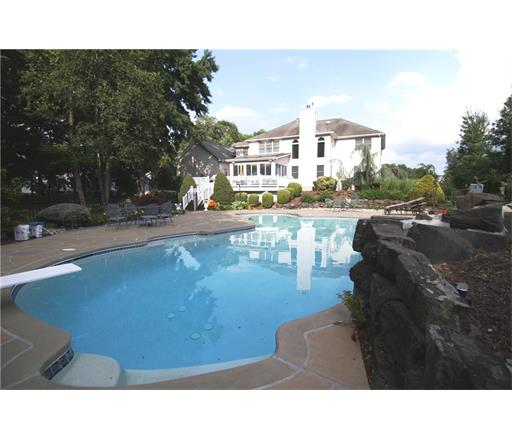 26 Drinking Brook Road, Monmouth Junction, NJ 08852