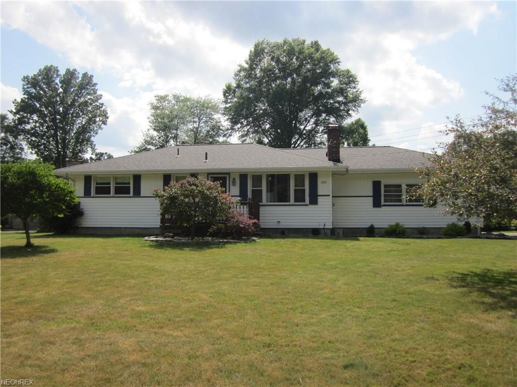 3895 Chaucer Ln, Youngstown, OH 44511