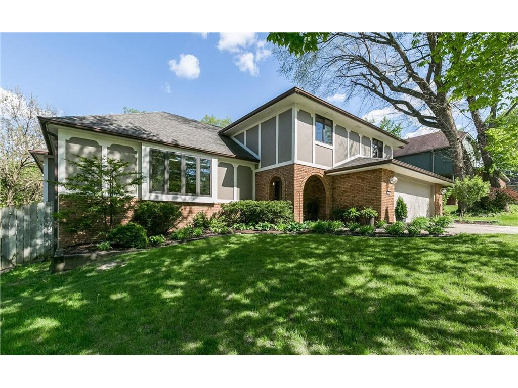 1753 NW 100th Place, Clive, IA 50325