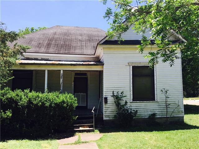 1019 W 4th St, Taylor, TX 76574