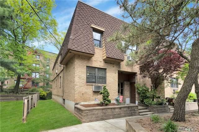 84-30 98th St, Woodhaven, NY 11421