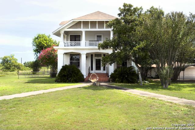 2001 3RD ST, Floresville, TX 78114