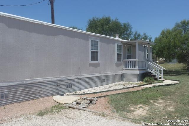 138 Wren Rd, Bandera, TX 78003