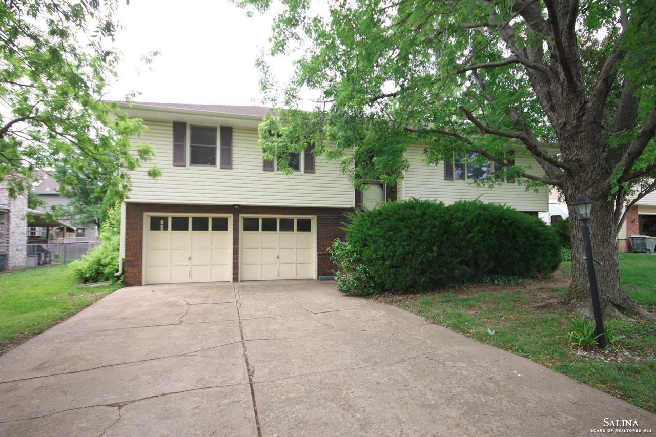 2120 Applewood Lane, Salina, KS 67401